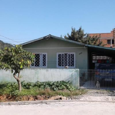 Casa a venda com 2 dormitórios em Camboriú