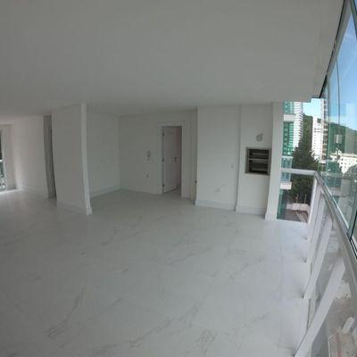 Apartamento Edifício Ocean Tower a venda no centro de Balneário Camboriú