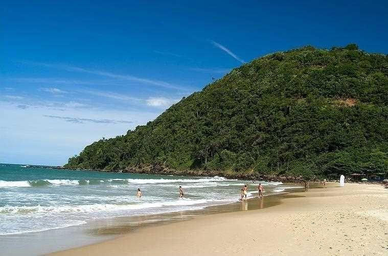 Praia dos Amores: Um paraíso na divisa de Balneário Camboriú e Itajaí