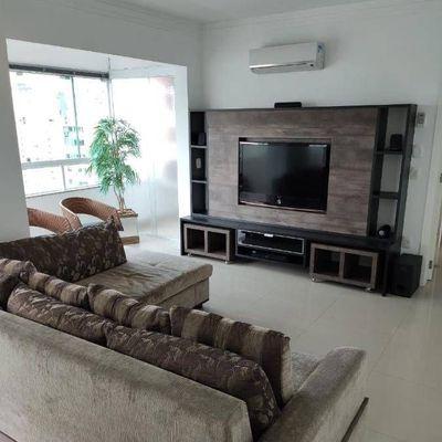 Excelente Apartamento com 3 quartos e 2 vagas de garagem a venda na região central de Balneário Camboriú
