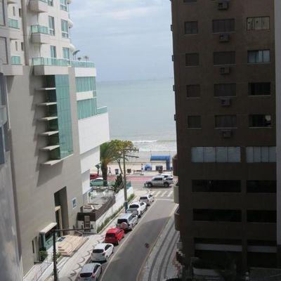 Apartamento quadra mar com sacada integrada com churrasqueira a venda em Balneário Camboriú