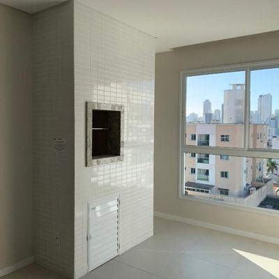 Apartamento a venda em prédio novo recém construído em Balneário Camboriú