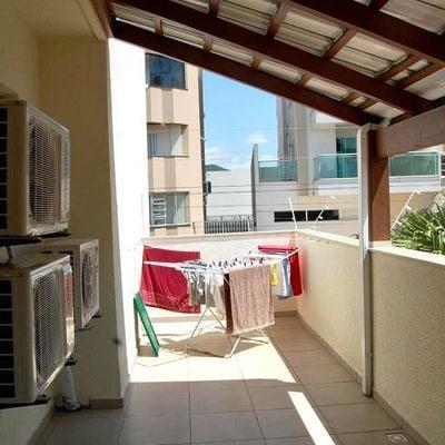 Apartamento a venda semi mobiliado pertinho do mar em Meia Praia em Itapema