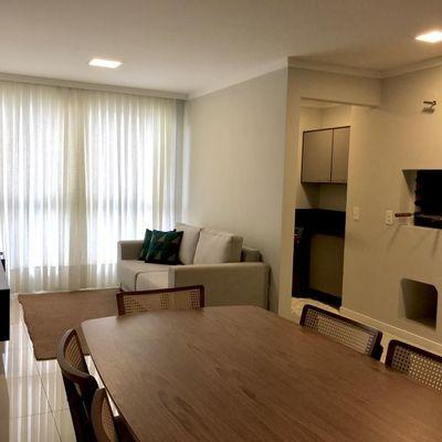 Apartamento a venda com 2 dormitórios no condomínio Garden Village em Balneário Camboriú