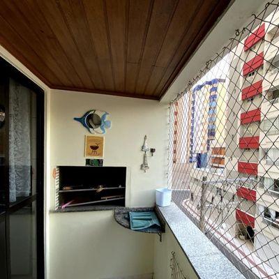 Apartamento a venda com Sacada de frente para rua no Centro de Balneário Camboriú