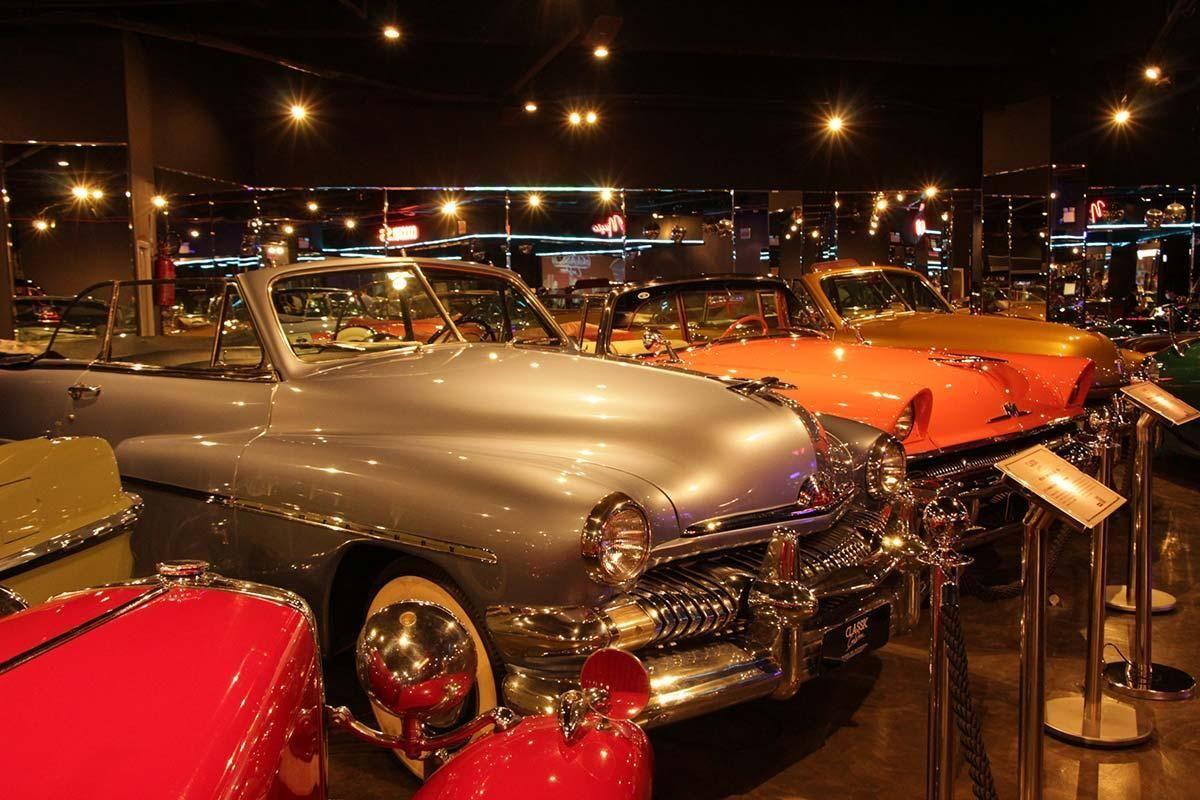 Museu de carros clássicos traz o universo da adoração ao automóvel em Balneário Camboriú
