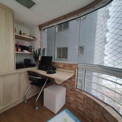 Apartamento a venda com 2 suítes em Balneário Camboriú com vista lateral do mar