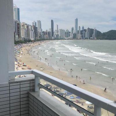 Apartamento a venda na Avenida Atlântica com vista mar em Balneário Camboriú