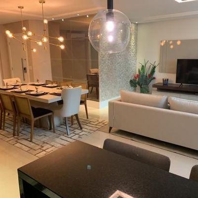 Apartamento novo, mobiliado e equipado a venda no Edifício De La Torre