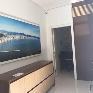 Sala Comercial mobiliada a venda no centro de Balneário Camboriú
