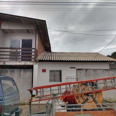 Casa a venda com 2 pisos em Balneário Camboriú