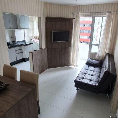 Apartamento mobiliado para Locação Anual no centro de Balneário Camboriú