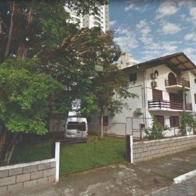 Terreno a venda na região central de Balneário Camboriú
