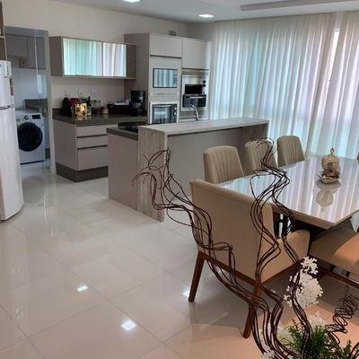 Lindo apartamento mobiliado e equipado a venda no centro de Balneário Camboriú