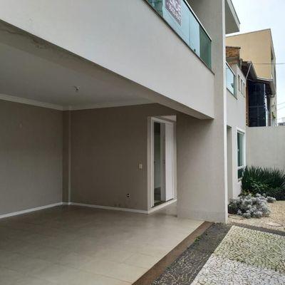 Casa Triplex com 4 suítes a venda em Balneário Camboriú