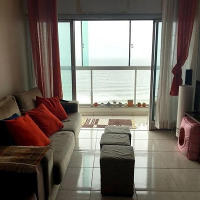 Apartamento para venda com 3 dormitórios com 1 suíte frente mar em Balneário Camboriú