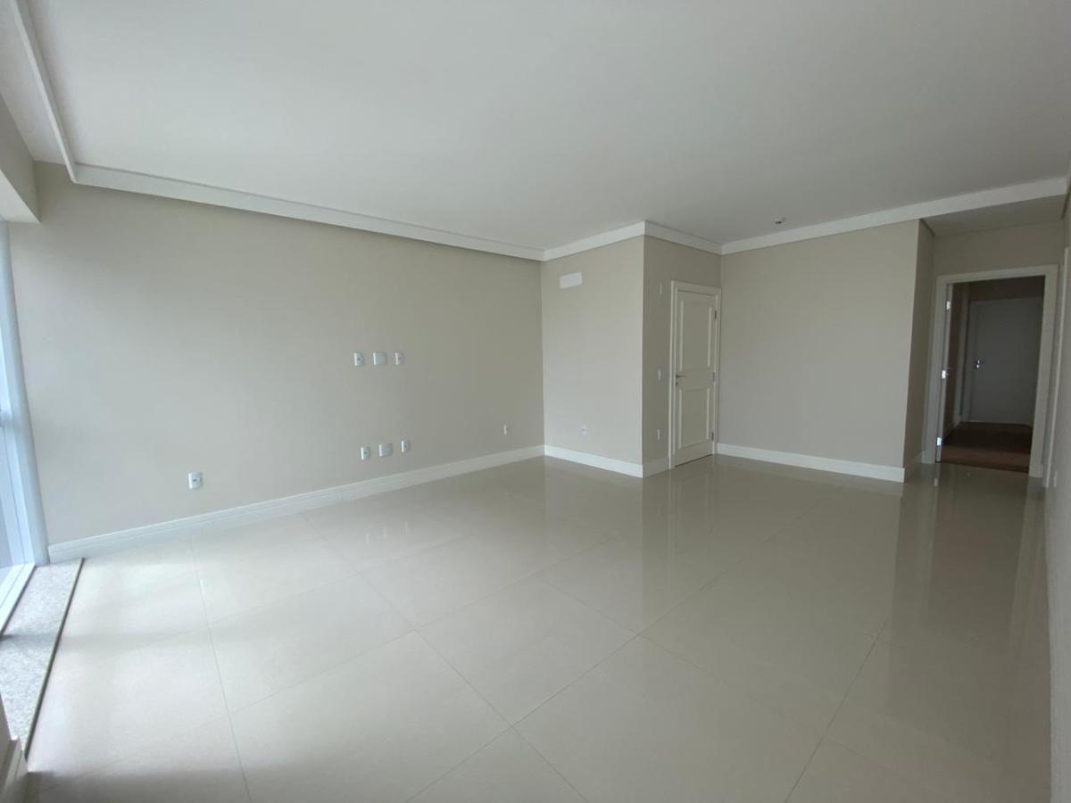 Apartamento 3 suítes no centro de Balneário Camboriú