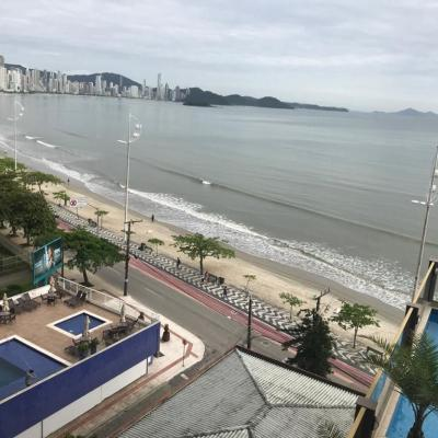 Lindo apartamento com ampla sacada vista mar no centro de Balneário Camboriú
