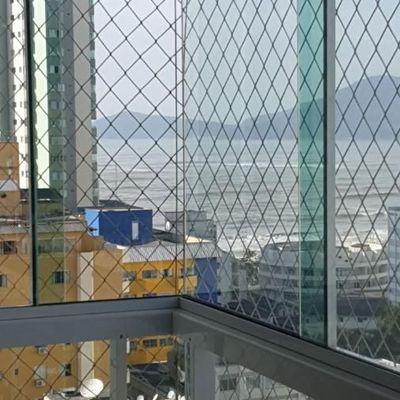 Apartamento a venda no Edifício Quatro Estações com sacada vista mar em Balneário Camboriú