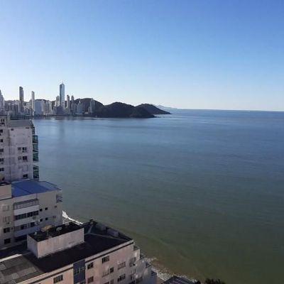 Apartamento a venda com 3 dormitórios em andar alto com linda vista mar em Balneário Camboriú