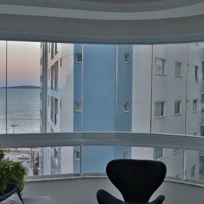 Lindo apartamento localizado no centro de Itapema com vista mar permanente
