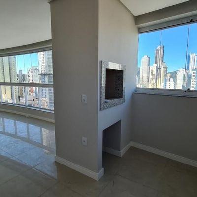 Apartamento a venda no Edifício Costa Splendida no centro de Balneário Camboriú