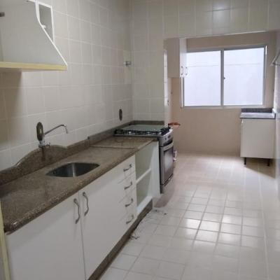 Apartamento a venda na 3ª Avenida no centro de Balneário Camboriú