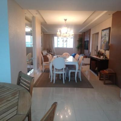 Apartamento a venda bem próximo ao mar com 3 dormitórios no centro de Balneário Camboriú
