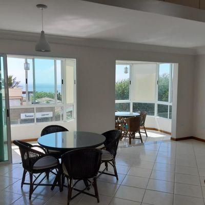Apartamento a venda com sacada frente mar em Balneário Piçarras