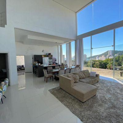 Ótima Casa de Alto Padrão no Morro da Cruz com Vista Maravilhosa em Itajaí