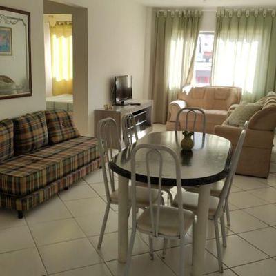 Apartamento a venda com 2 quartos no Edifício Nayara no centro de Balneário Camboriú