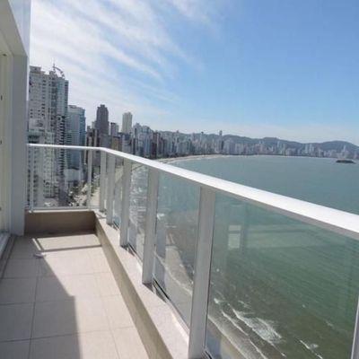 Apartamento com Sacada Frente Mar Edifício Grand Palazzo em Balneário Camboriú