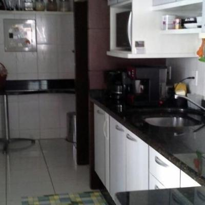 Apartamento com 3 quartos sendo uma suíte no centro Balneário Camboriú