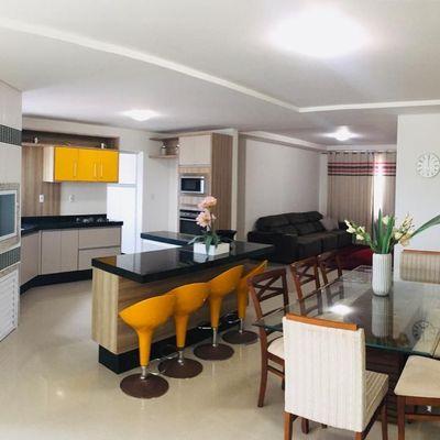 Apartamento com 3 suítes em andar alto com vista mar a venda em Balneário Camboriú