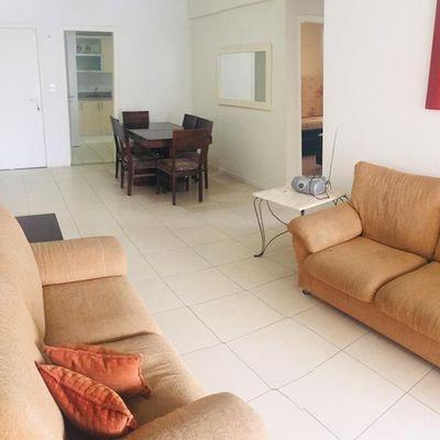 Apartamento para a locação diária acomoda até 8 pessoas em Balneário Camboriú