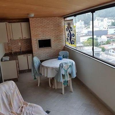 Apartamento a venda no Edifício Costa do Sol no centro de Balneário Camboriú