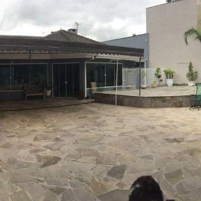 Ampla casa a venda em Curitiba aceita permuta em Balneário Camboriú