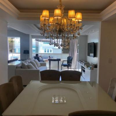 Apartamento mobiliado quadra mar com ótima localização a venda em Balneário Camboriú
