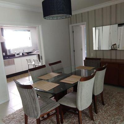 Apartamento mobiliado no centro de Balneário Camboriú com 3 quartos