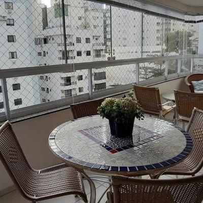 Apartamento mobiliado quadra mar a venda na Barra Sul em Balneário Camboriú