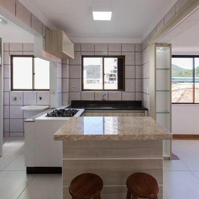 Apartamento com 1 suíte quadra mar situado na Barra Sul de Balneário Camboriú