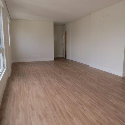 Apartamento no centro de Balneário Camboriú com 4 dormitórios, lazer completo