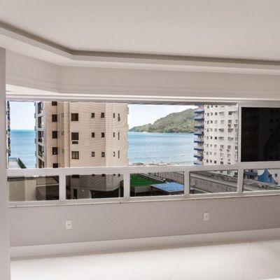 Lindo apartamento alto padrão com vista parcial do mar a venda em Balneário Camboriú