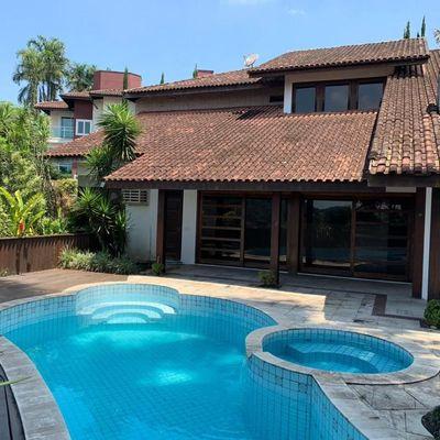 Belíssima casa à venda em condomínio de alto padrão em Joinville