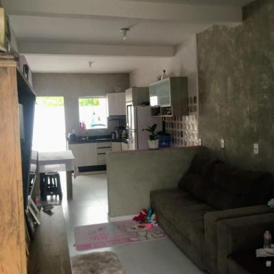 Casa 2 Dormitórios no Bairro Cedros em Camboriú