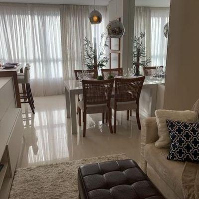 Apartamento novo anual em Itajaí