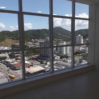 Sala comercial em Balneário Camboriú com vista mar