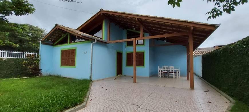 Casa com 3 dormitórios em Canto Grande