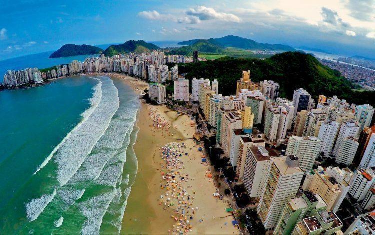 Benefícios de investir no mercado imobiliário do litoral